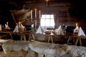 upplevelsemiddag, vildmarksrestaurang, Lindalen, Lindalens Fäbod, skoter, skotersläde, brasseradé, bordsgrill, fäbod, Sälen, skotersafari, Dalarna, konferens sälen, fjällkonferens, Jonas i Sälen